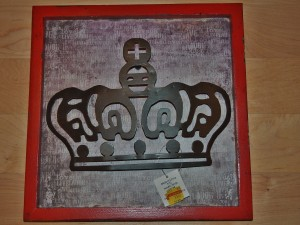Colorful art frame with crown;  www.makeoversandmotherhood.com