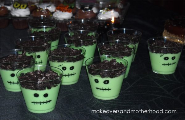 Frankenstein pudding cups; www.makeoversandmotherhood.com