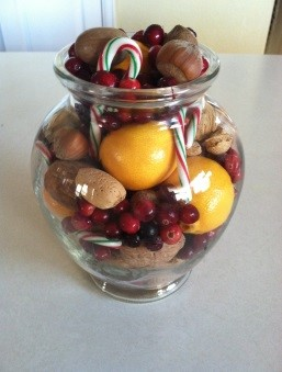Eco-Friendly Christmas Centerpiece;  www.makeoversandmotherhood.com