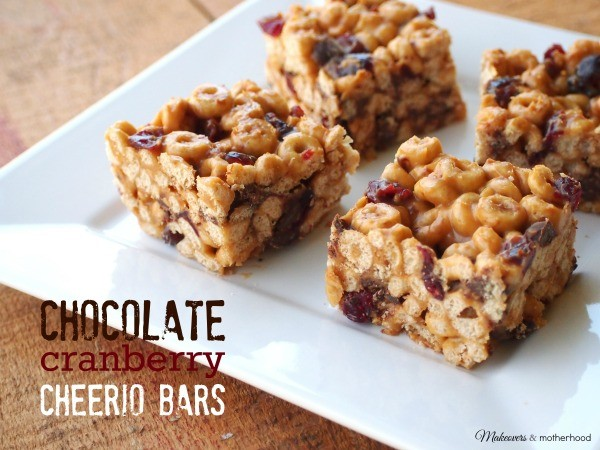 Chocolate Cranberry Cheerio Bars; www.makeoversandmotherhood.com