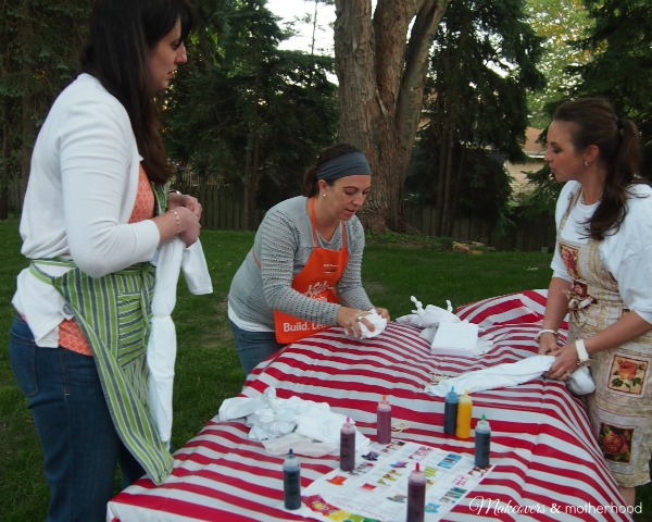 Rubber banding our tie dye projects; www.makeoversandmotherhood.com